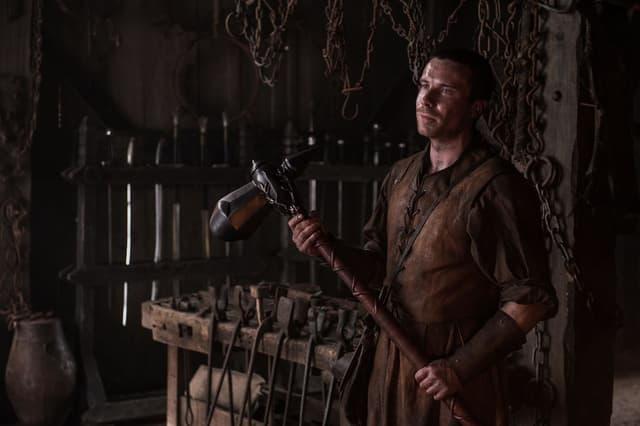 Gendry Baratheon, fils bâtard du roi Robert, est l'un des héritiers légitimes au trône de fer.