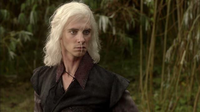 Viserys Targaryen, frère aîné de Daenerys au destin tragique dans Game of Thrones.