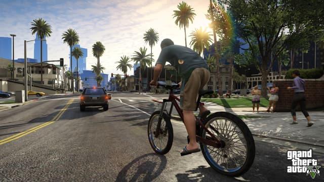 Le héros de Grand Theft Auto V, sur son vélo, prêt à se rendre dans un gigantesque monde ouvert.
