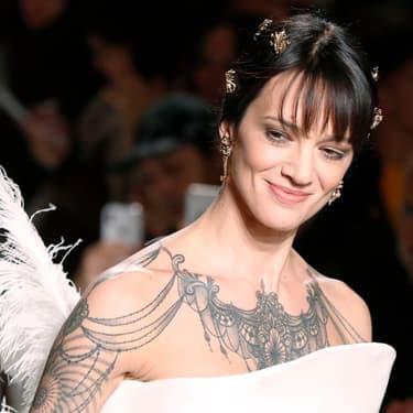 Asia Argento défile pour Antonio Grimaldi en janvier 2019.