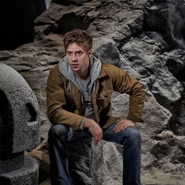 Shaun Sipos, interprète du personnage d'Adam Strange dans le série Krypton signée SYFY.