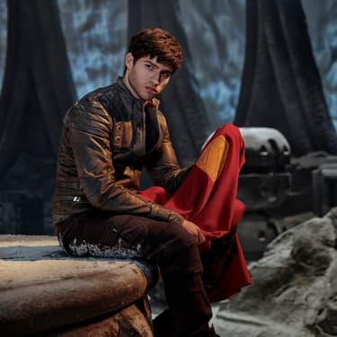 L'acteur Cameron Cuffe dans le rôle de Seg-El, grand-père de Superman et personnage principal de la série SYFY Krypton.