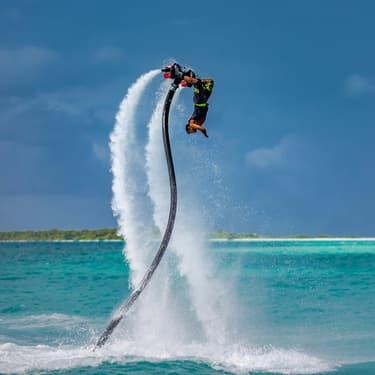 En faisant du flyboard, vous volerez  comme un oiseau.