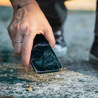 Les smartphones Apple et Samsung bientôt dotés d'un verre ultra résistant ?