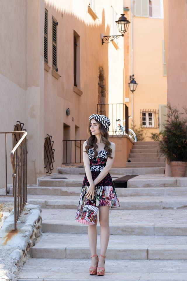Emily in Saint-Tropez- un peu plus bling-bling que Martine à la Plage