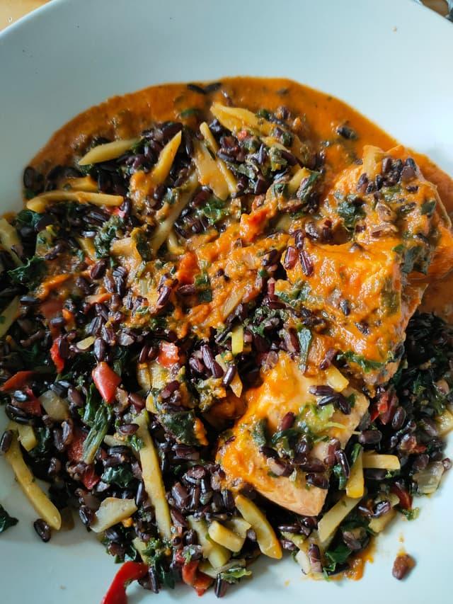 Les influenceurs seront ravis d'apprendre que l'OPPO Reno4 pro fait de jolies photos des repas