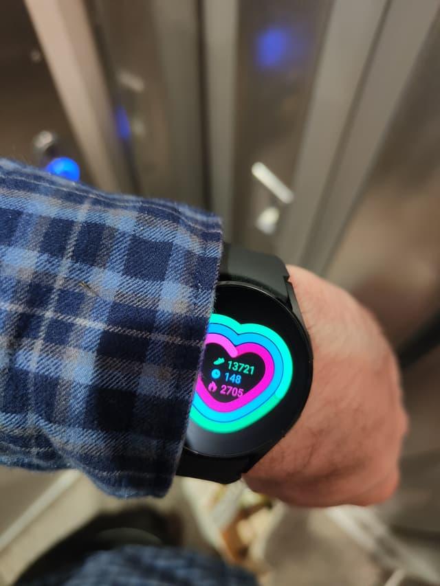 La Samsung Galaxy Watch4 fournit en temps réel le bilan de son activité physique