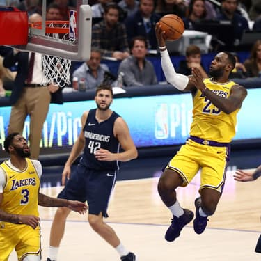 LeBron James lors d'une rencontre des Lakers face aux Dallas Mavericks, à l'American Airlines Center à Dallas, Texas, le 1er novembre 2019.