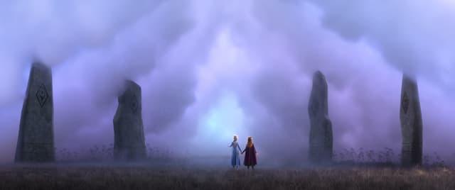 Elsa et Anna face au brouillard rose dans La Reine des Neiges 2
