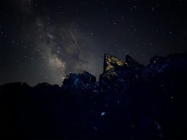 Photo de nuit prise avec l'iPhone 13 Pro.
