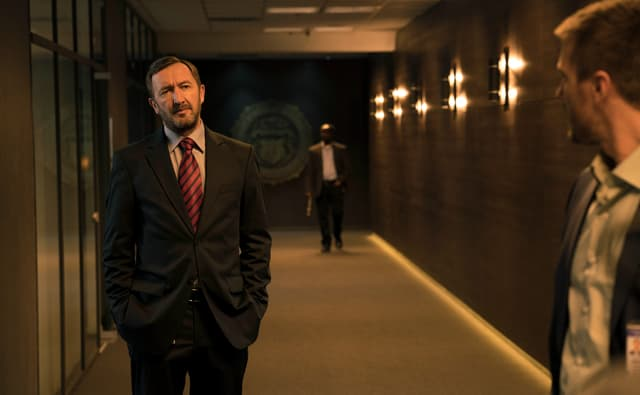 Adam Radford (Ralph Ineson), directeur du FBI de Boston dans la première saison d'Absentia