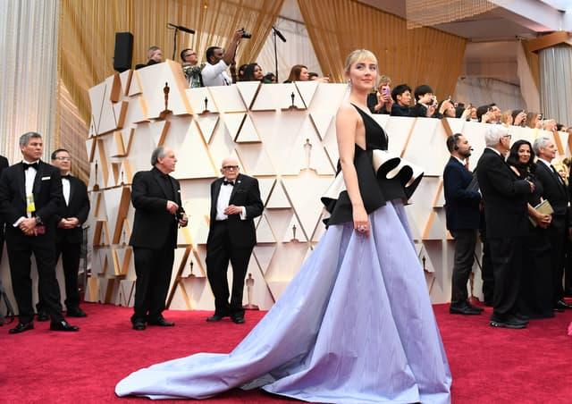 """Saoirse Ronan, nommée dans la catégorie """"Meilleure actrice"""", sur le tapis rouge des Oscars 2020."""