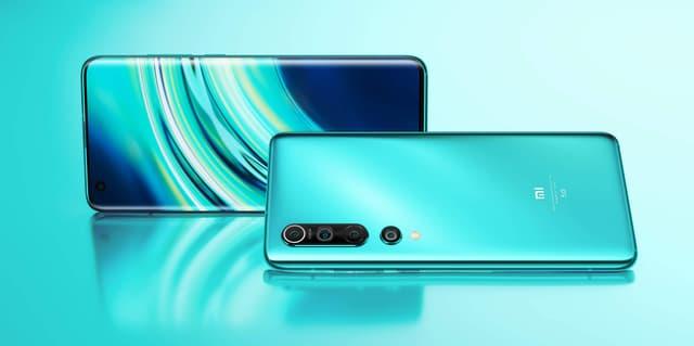 Le bloc photo du Xiaomi Mi 10 est disposé de façon verticale.