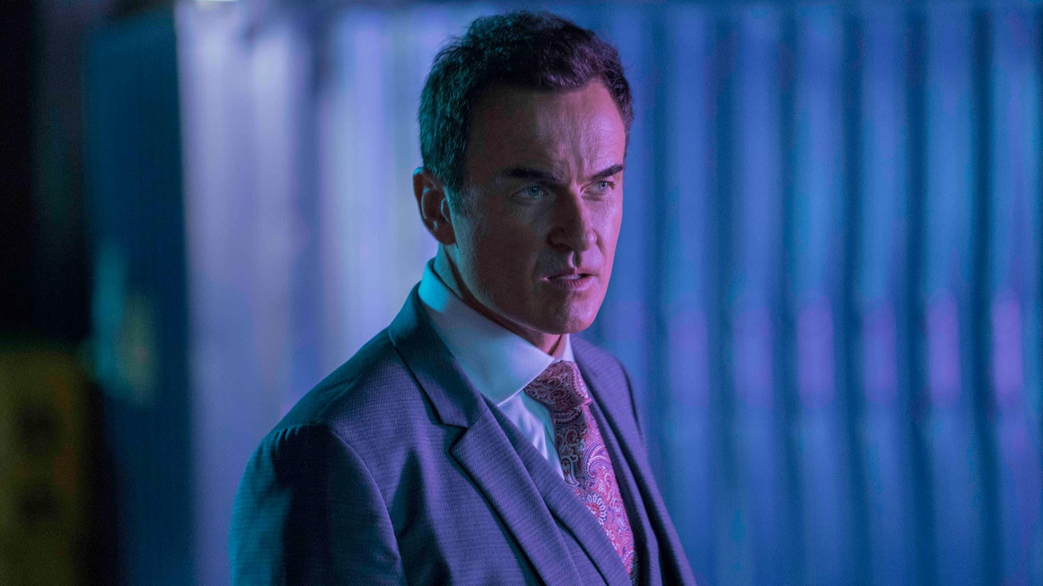 Le terrible Jonah incarné par Julian McMahon dans Marvel's Runaways.