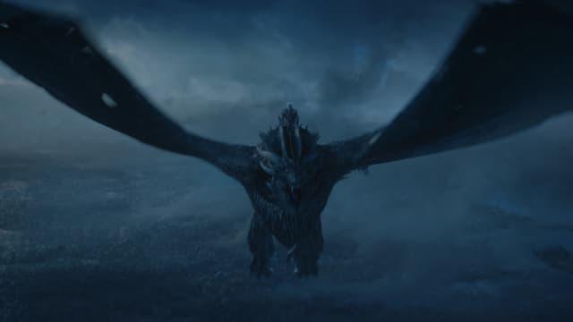 Viserion, l'un des trois dragons de Daenerys dans Game of Thrones, chevauché par le Roi de la Nuit.
