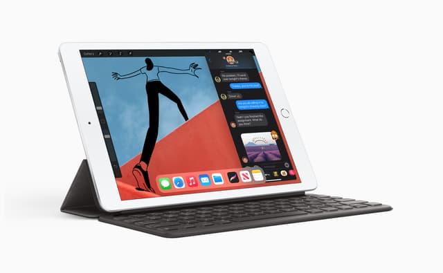 L'iPad, huitième génération, posé sur son Smart Keyboard.
