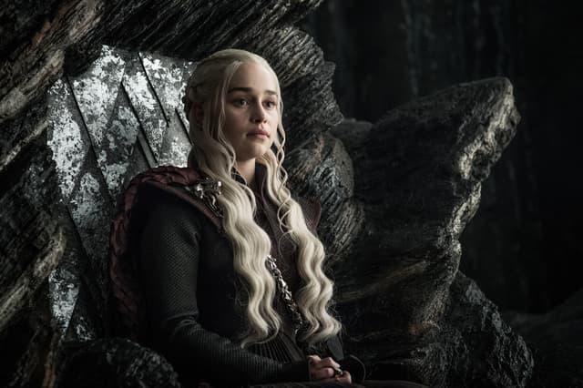 Daenerys Targaryen (Emilia Clarke), dans son château à Peyredragon, dans Game of Thrones.