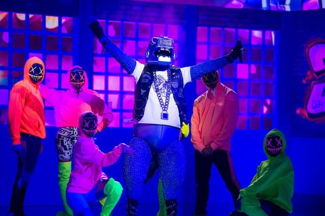 Le Dino dans Mask Singer sur TF1.