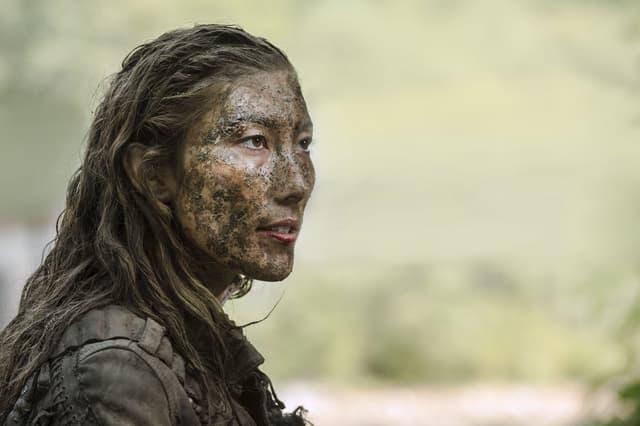 Anya, cheffe du Peuple des Arbres dans la série The 100.