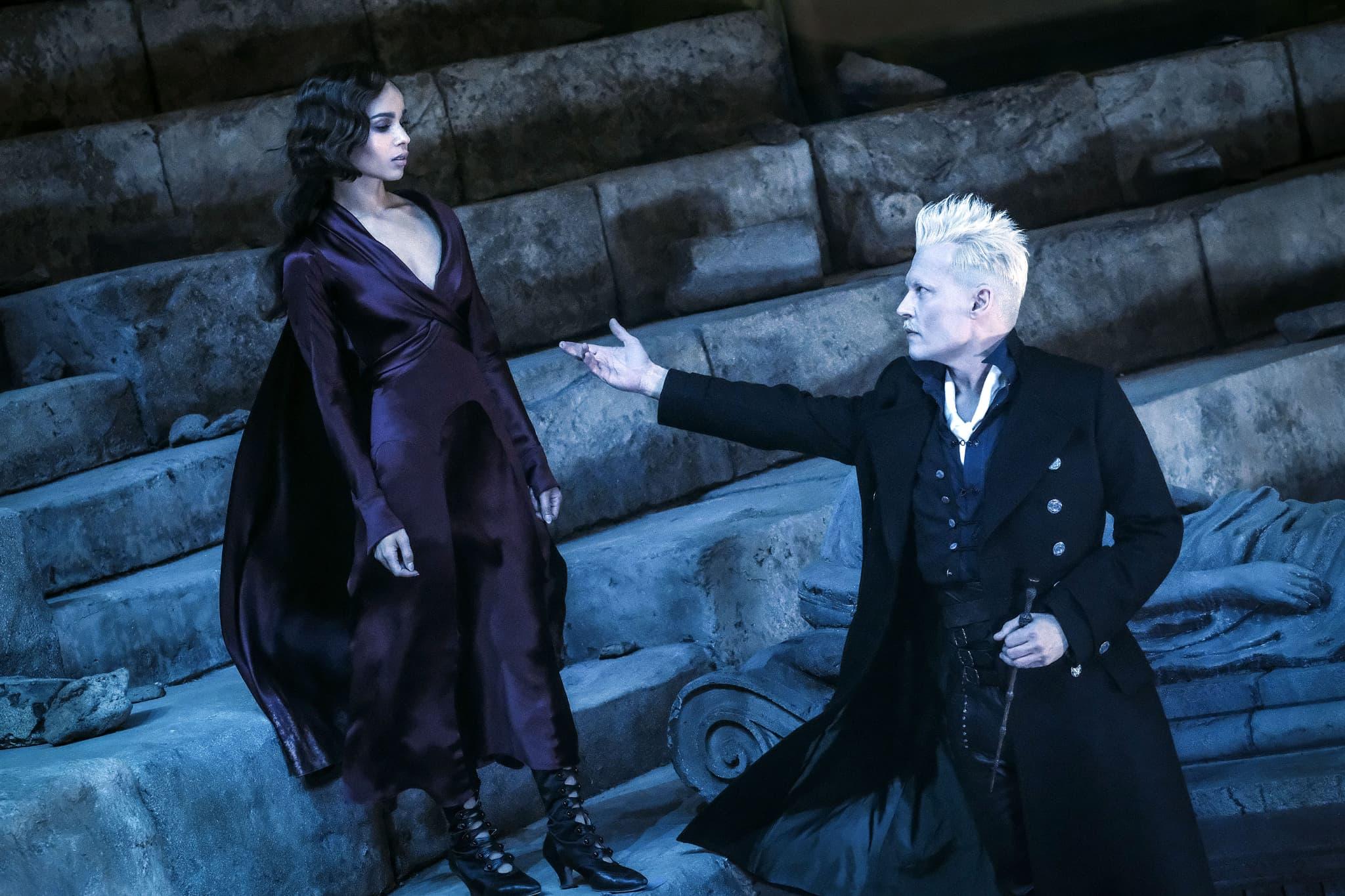 Gellert Grindelwald (Johnny Depp) et Leta Lestrange (Zoë Kravitz) dans Les Animaux Fantastiques.