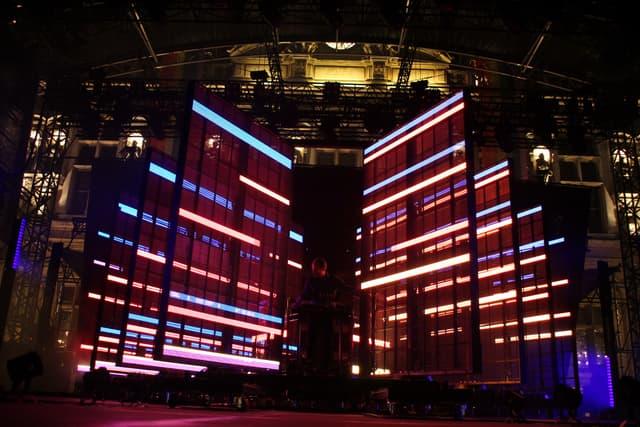 """Étienne de Crécy a présenté au public du FNAC Live son show sons et lumières """"Space Echo""""."""