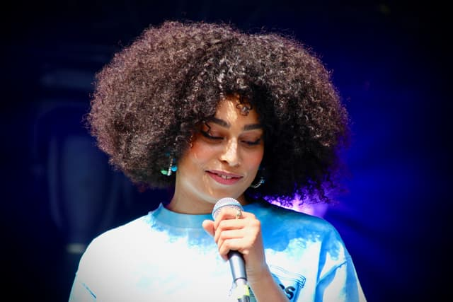 Timide, mais dotée d'un vrai talent naturel, Celeste a charmé le public de Rock en Seine, ce samedi 24 août 2019.