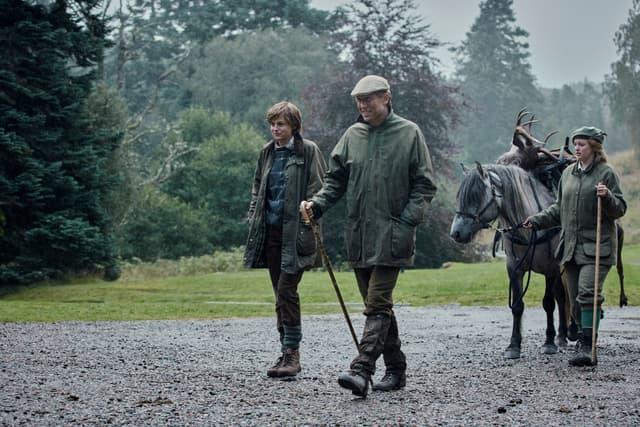 """Emma Corrin et Tobias Menzies dans la peau de Diana Spencer et du prince Philip dans la saison 4 de """"The Crown""""."""