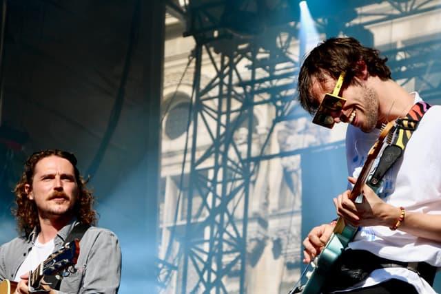 Le duo Pépite en action sur la scène du FNAC Live Paris.