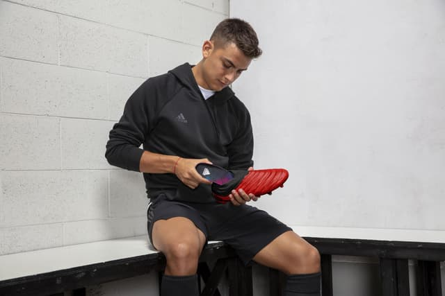 Débloquez le pack joueur Dybala GMR, le footballeur argentin n'étant autre que l'ambassadeur du projet, en jouant avec la semelle adidas GMR sur FIFA Mobile.