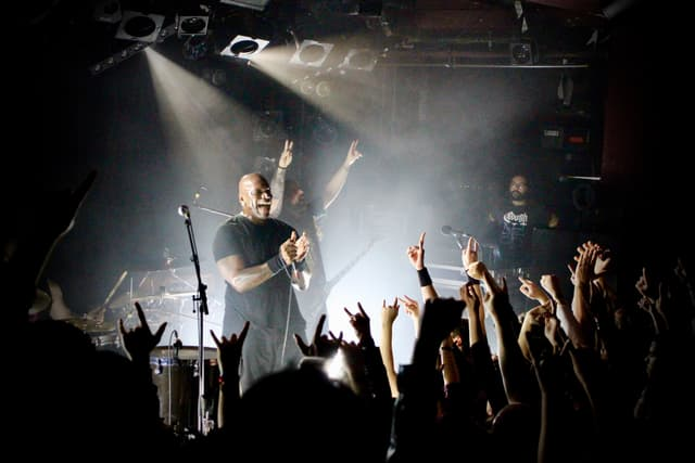 Le public de La Maroquinerie, complètement conquis par le show donné par Sepultura ce mardi 26 novembre 2019.