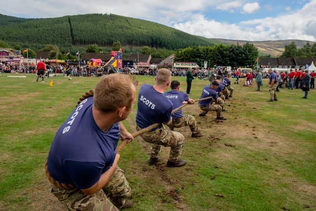 Simple, basique, mais toujours efficace pendant les Highland Games : un bon vieux tir à la corde