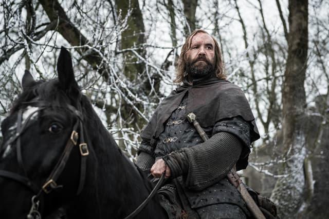 """Sandor Clegane, dit """"Le Limier"""", bien vivant et de retour à Winterfell pour narguer Arya Stark."""