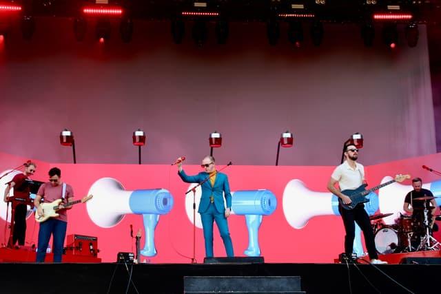 Les Nord-Irlandais de Two Door Cinema Club ont enchaîné les tubes pour faire danser le public de Rock en Seine