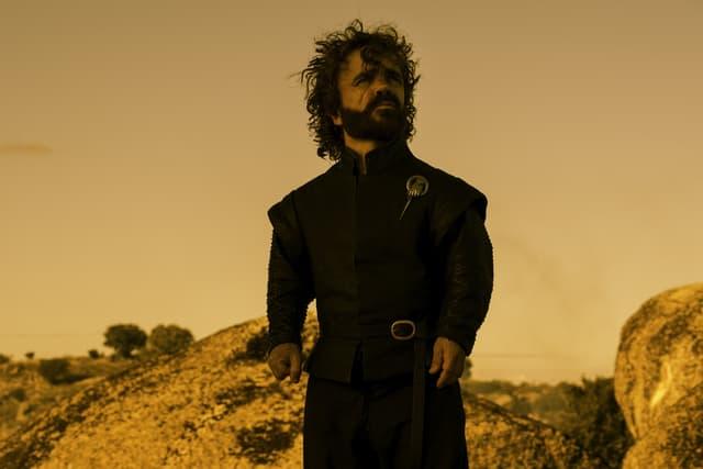 Tyrion Lannister, un outsider qui petit à petit, se fraie un chemin jusqu'au sommet.