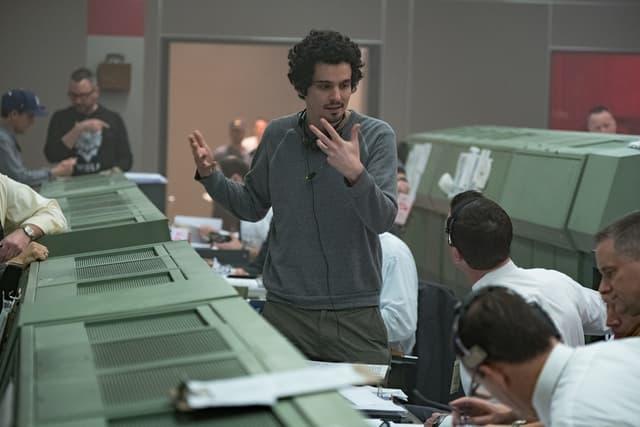 """Le réalisateur Damien Chazelle sur le tournage de """"First Man""""."""