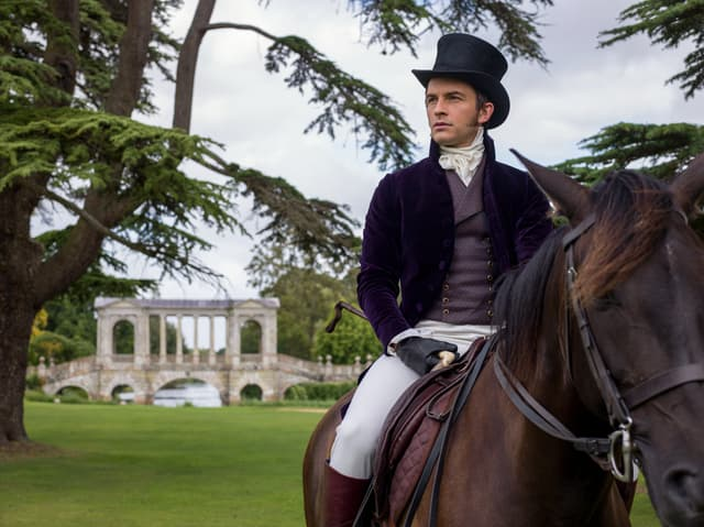 Jonathan Bailey alias Lord Anthony Bridgerton, au cœur de la prochaine Chronique...
