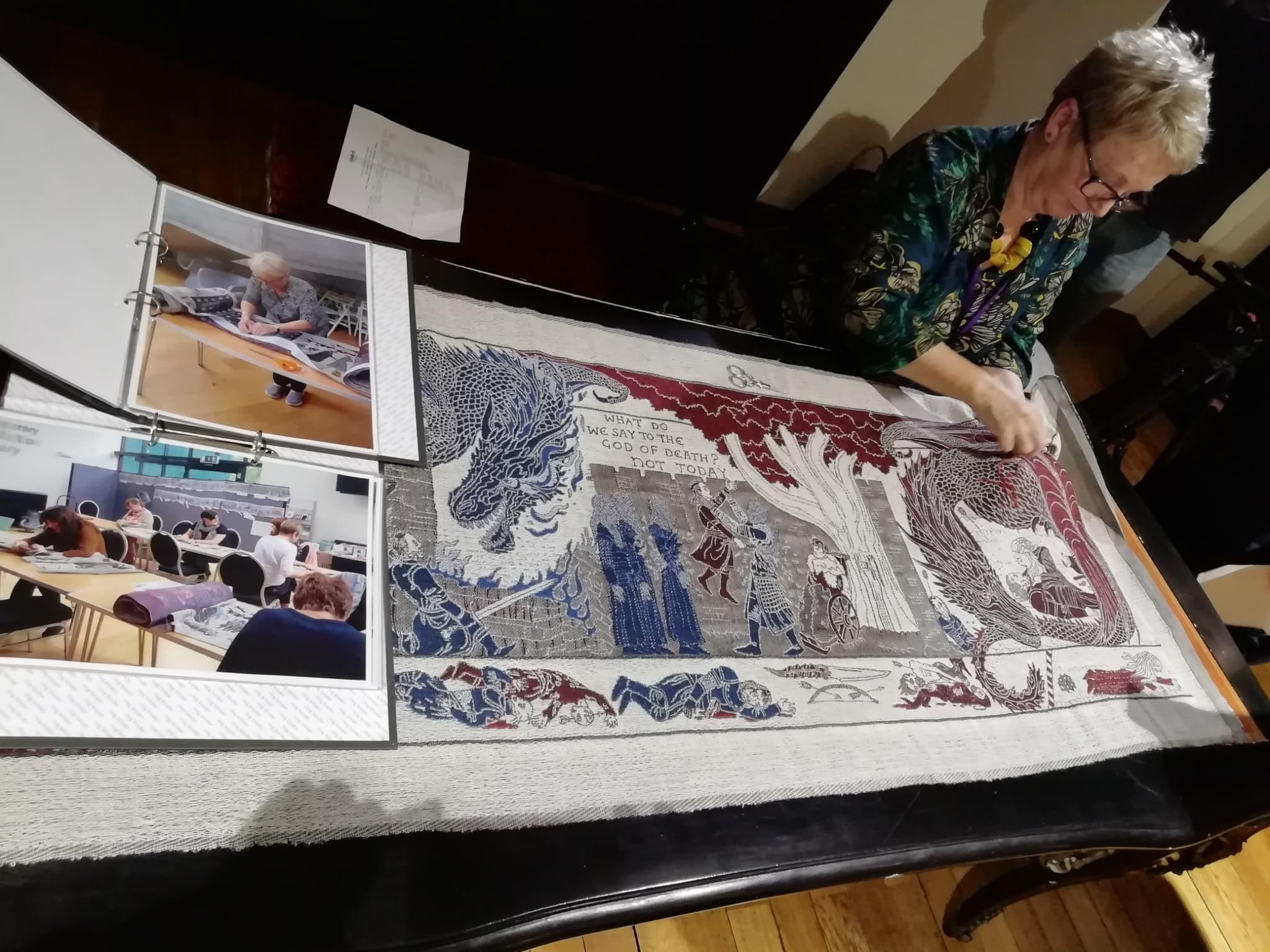 Toute la tapisserie a été réalisée à la main, comme on a pu le voir durant cette démonstration