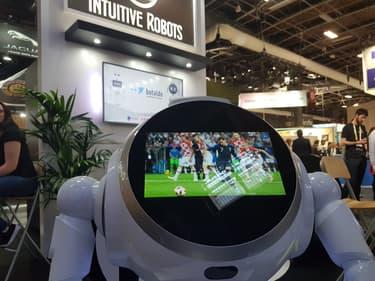 Cruzr : le robot intuitif fan de foot