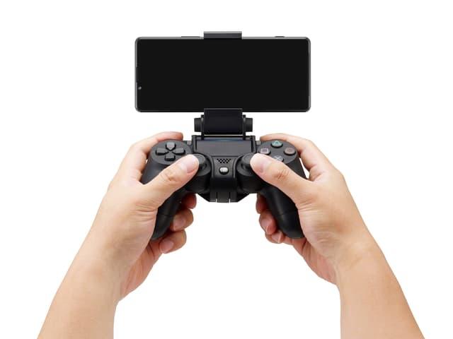 Le Xperia 1 II peut être monté sur une DualShock de PS4