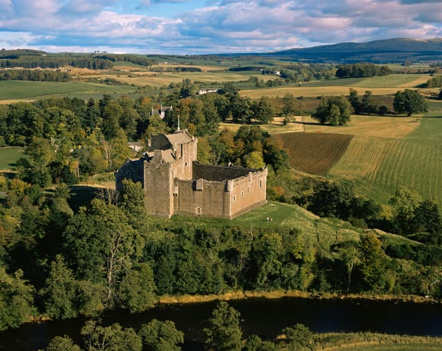 Le château de Doune, en Écosse, où ont été tourné une partie des scènes se déroulant à Winterfell, foyer des Stark, dans Game of Thrones.