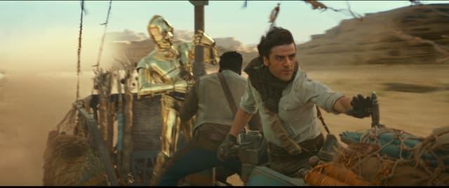 Poe, Finn et C3P0 tentent d'échapper aux Stormtroopers dans Star Wars : L'Ascension de Skywalker.