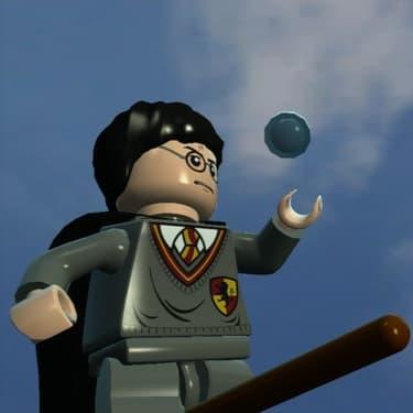 LEGO Harry Potter, en plein match de quidditch.