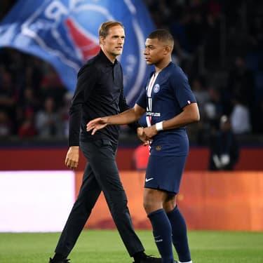 Thomas Tuchel et Kylian Mbappé se croisent lors du match du PSG face à Nîmes, le 11 août 2019