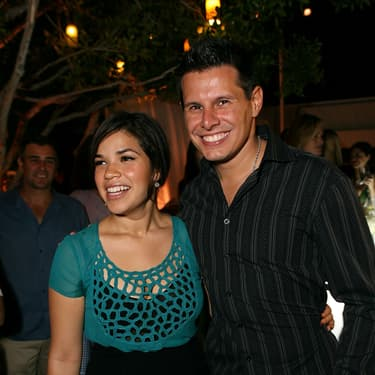 Silvio Horta et son actrice fétiche, America Ferrera qui tient le rôle principal de la série Ugly Betty.