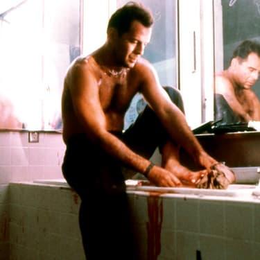 Bruce Willis dans Die Hard, plus connu en France sous le nom Piège de Cristal.