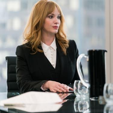 Christina Hendricks, dans le rôle d'Elizabeth Bradshaw dans la série Tin Star.