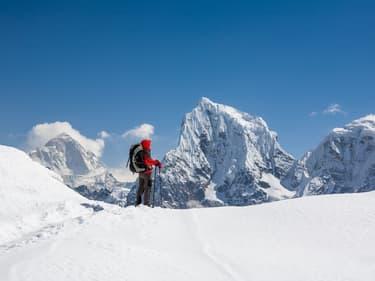 Descendre tout l'Everest à ski, sans oxygène : le défi fou d'Andrzej Bargiel
