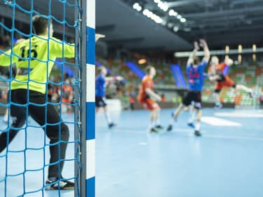 """Pourquoi prononce-t-on """"handball"""" et pas """"handbole"""" ?"""