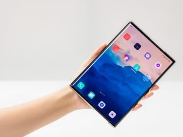 OPPO dévoile le smartphone du futur à écran enroulable