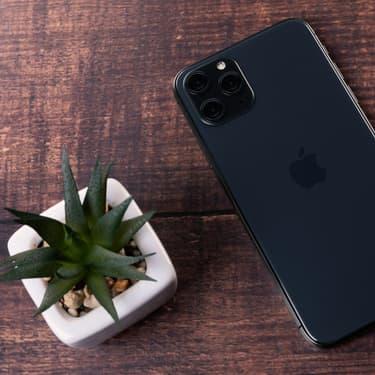 Pourquoi il faut poser son smartphone côté écran